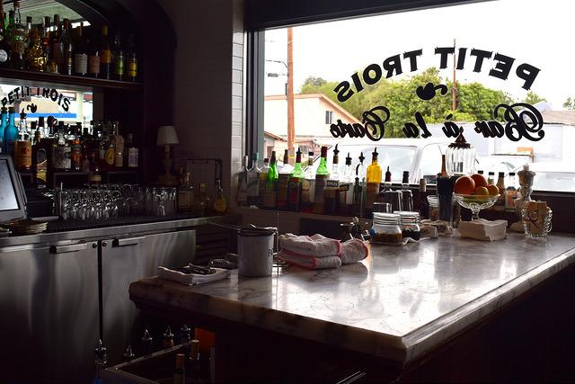 Bar at Petit Trois, Hollywood