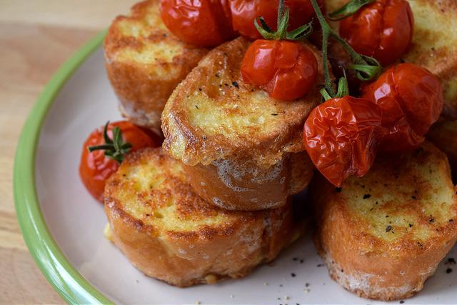 Eggy Bread with Cherry Tomatoes   www.rachelphipps.com @rachelphipps