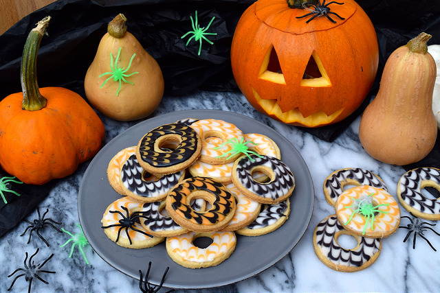 Homemade Halloween Iced Party Rings | www,rachelphipps.com @rachelphipps
