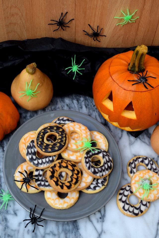 Halloween Party Rings | www.rachelphipps.com @rachelphipps