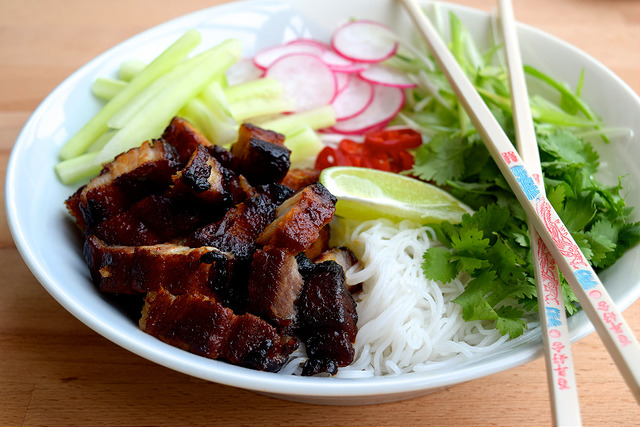 Korean Pork Belly Bun Bowls | www.rachelphipps.com @rachelphipps
