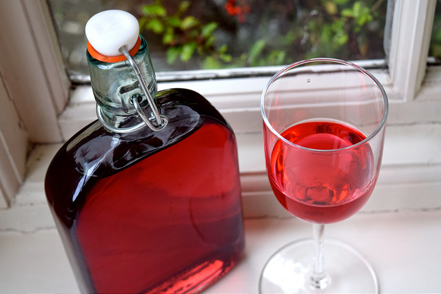 How To Make Raspberry Gin   www.rachelphipps.com @rachelphipps