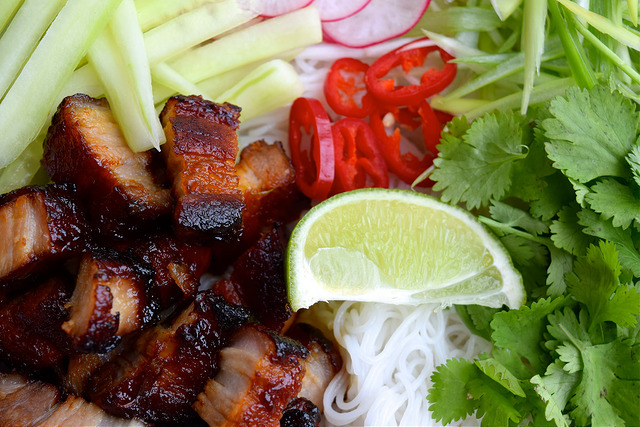 Korean Barbecue Pork Belly Bun Bowls | www.rachelphipps.com @rachelphipps