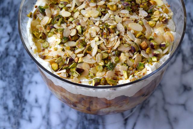New Year Trifle | www.rachelphipps.com @rachelphipps