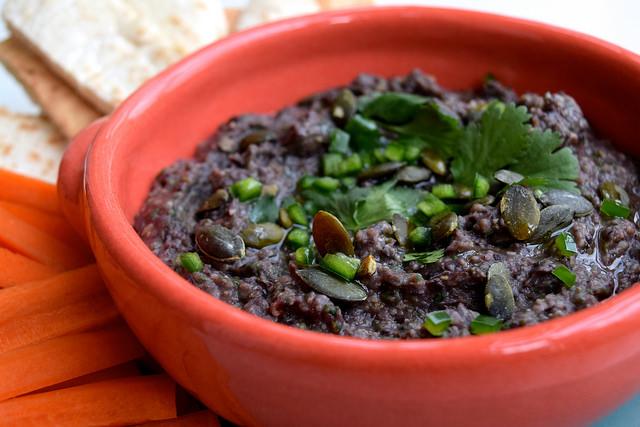 Mexican Black Bean & Sunflower Seed Dip | www.rachelphipps.com @rachelphipps