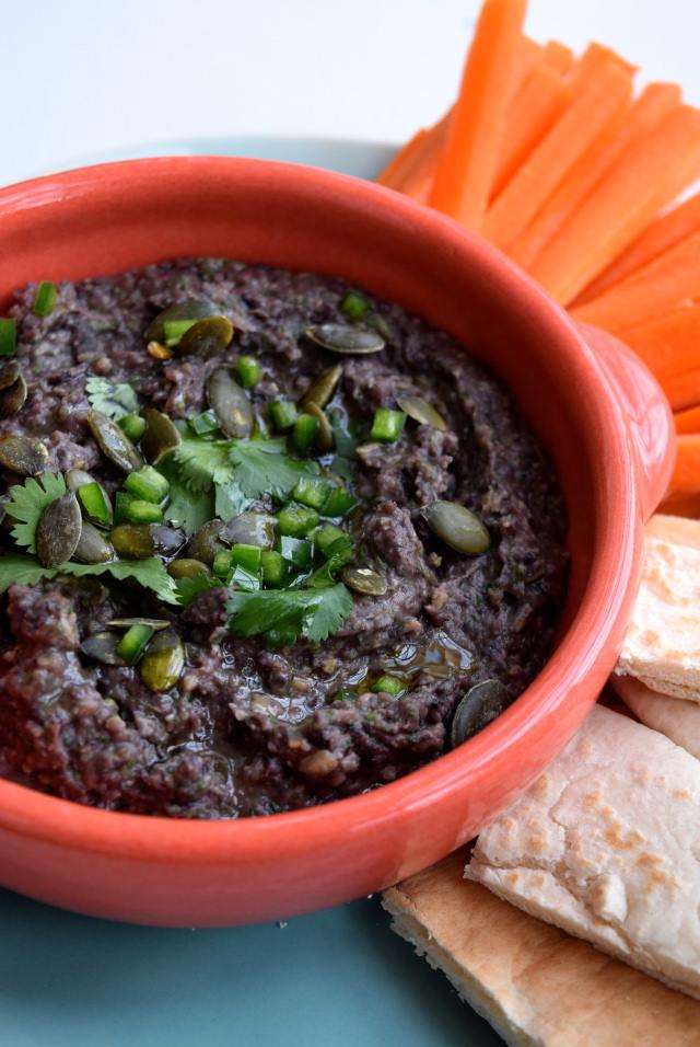 Black Bean & Pumpkin Seed Dip | www.rachelphipps.com @rachelphipps