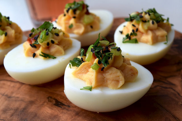 How To Make Devilled Eggs | www.rachelphipps.com @rachelphipps