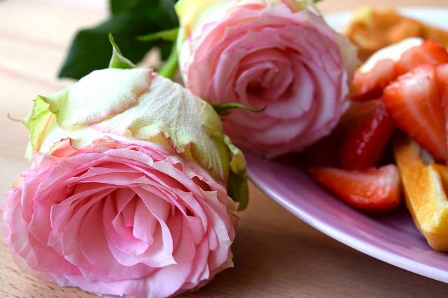 Valentines Roses from Bloom & Wild | www.rachelphipps.com @rachelphipps