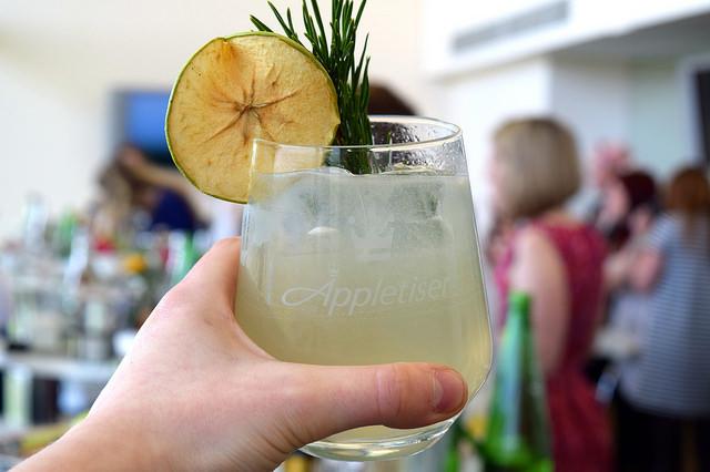 Prize Winning Appletiser Honey Gin Sour at Ascot | www.rachelphipps.com @rachelphipps