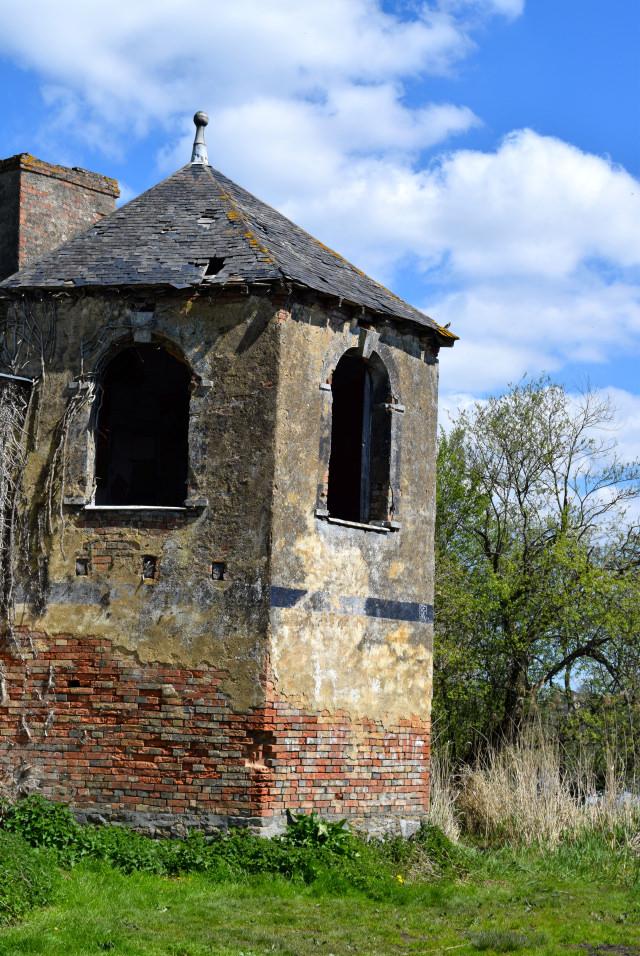 Ruins in Combourg, Brittany | www.rachelphipps.com @rachelphipps