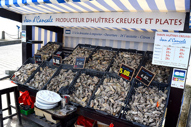 Exploring the Oyster Market in Cancale, Brittany | www.rachelphipps.com @rachelphipps