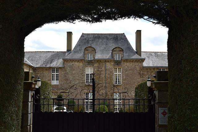 Chateau de la Ballue, Brittany | www.rachelphipps.com @rachelphipps