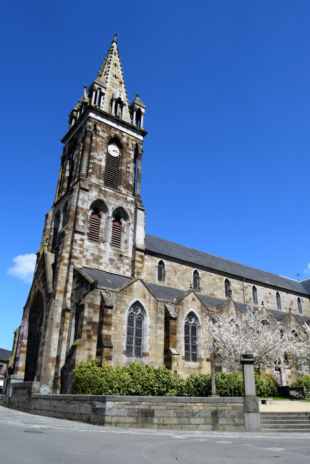 Combourg Church, Brittany | www.rachelphipps.com @rachelphipps