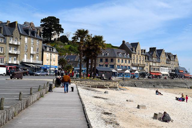 Cancale Boardwalk, Brittany | www.rachelphipps.com @rachelphipps