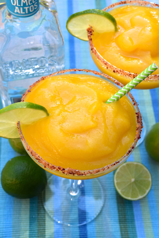 Frozen Mango Margarita Recipe   www.rachelphipps.com @rachelphipps