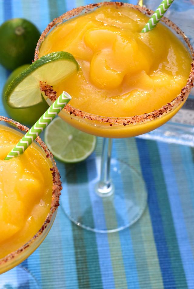 Easy Frozen Mango Margaritas | www.rachelphipps.com @rachelphipps