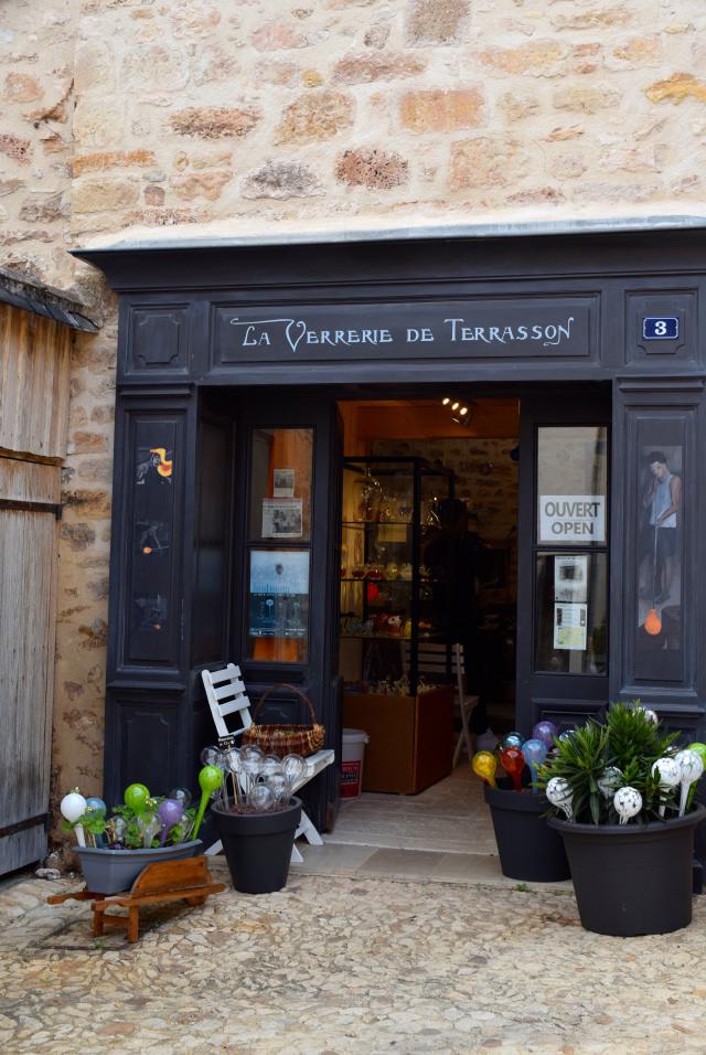 Glass Workshop in Terrasson, Aquitane | www.rachelphipps.com @rachelphipps