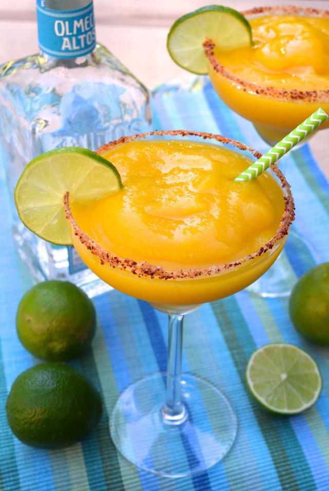 How To Make Frozen Mango Margaritas   www.rachelphipps.com @rachelphipps