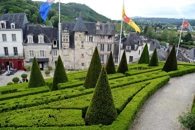 Terrasson, Aquitaine | www.rachelphipps.com @rachelphipps