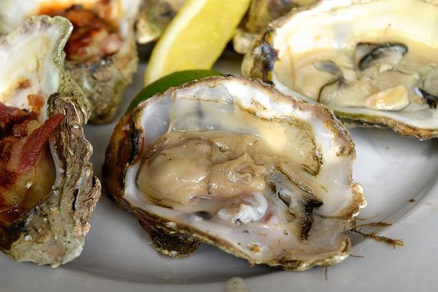 Whitstable Oysters at Wyatt and Jones, Broadstairs   www.rachelphipps.com @rachelphipps