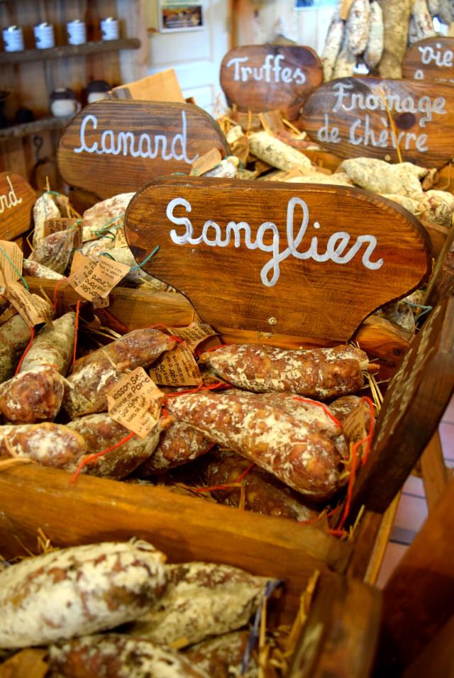 Saussison in the Dordogne Valley | www.rachelphipps.com @rachelphipps