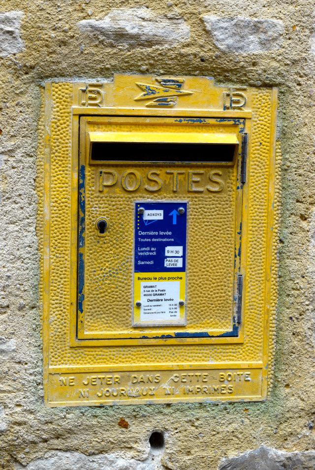Post Box in Rocamadour | www.rachelphipps.com @rachelphipps