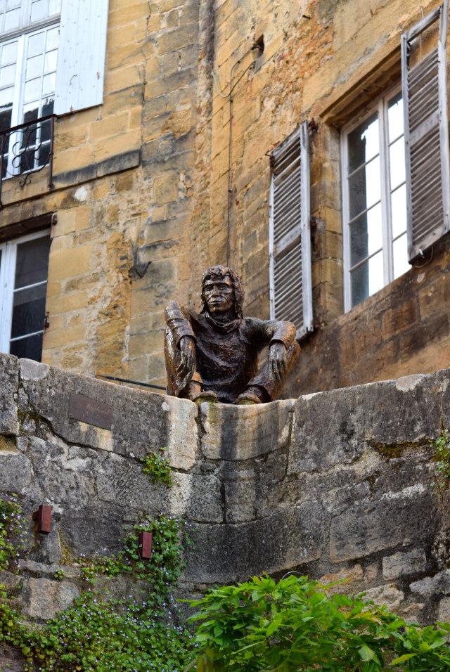 Man with a View in Sarlat | www.rachelphipps.com @rachelphipps