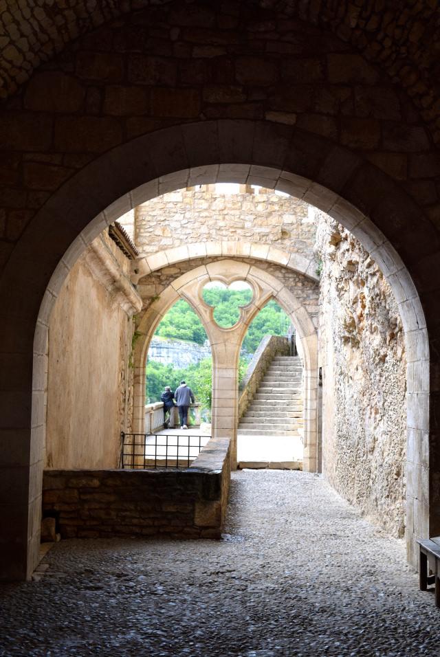 Archway in Rocamadour | www.rachelphipps.com @rachelphipps