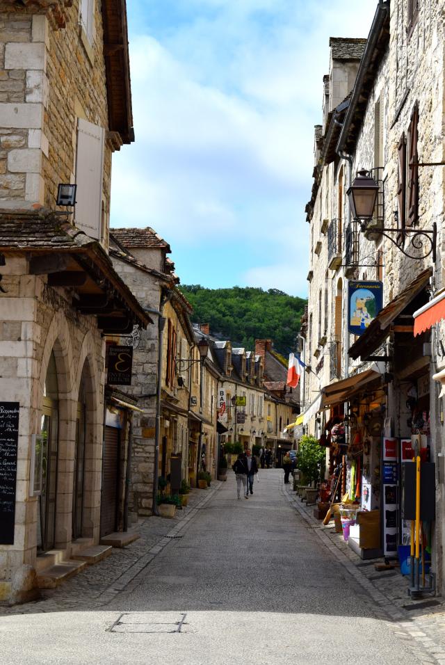 Streets of Rocamadour | www.rachelphipps.com @rachelphipps