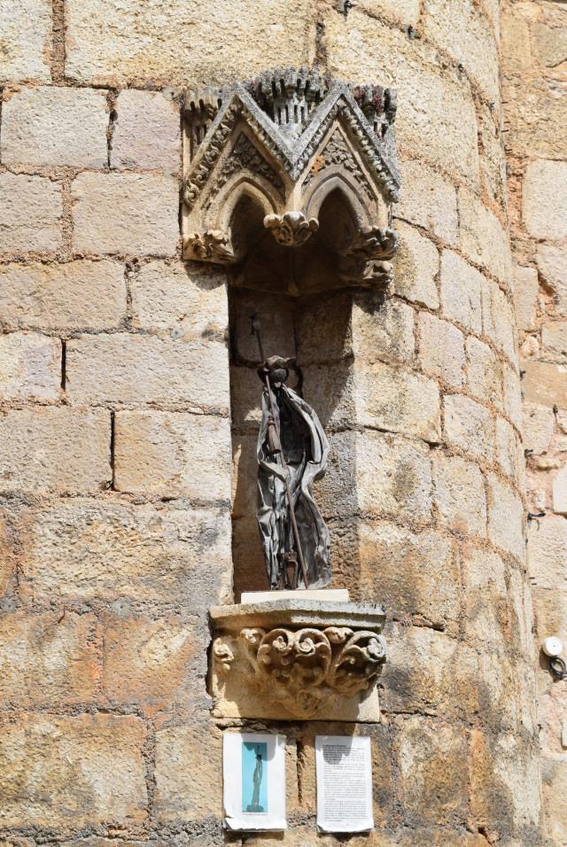 Statue at Rocamadour | www.rachelphipps.com @rachelphipps