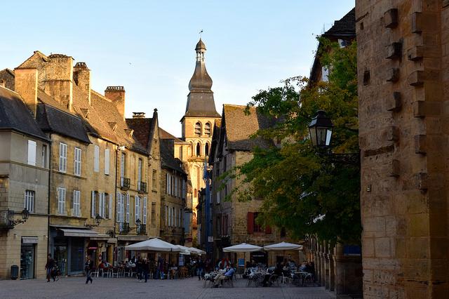 Sarlat in the Golden Hour, Dordogne Valley | www.rachelphipps.com @rachelphipps