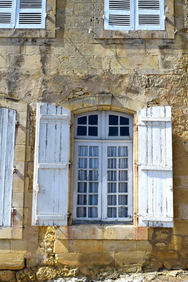 White Shutters in Beaumont-du-Perigod | www.rachelphipps.com @rachelphipps