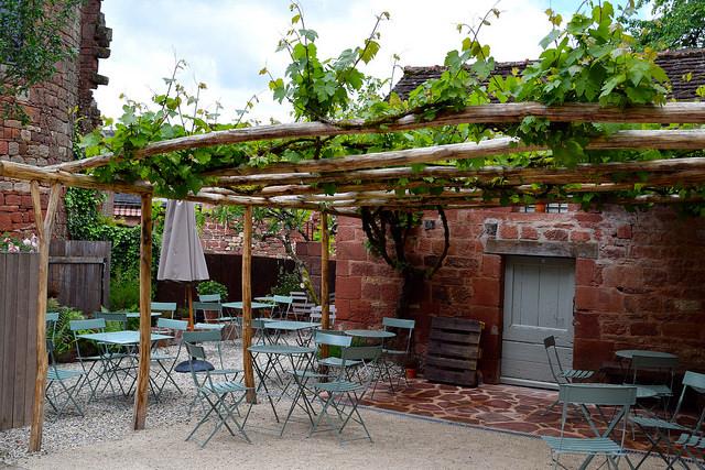 Cafe in Collognes-la-Rouge | www.rachelphipps.com @rachelphipps