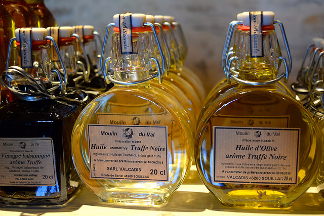 Truffle Oil in the Dordogne Valley | www.rachelphipps.com @rachelphipps