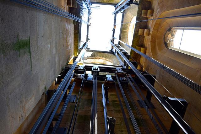 Climbing the tower in Sarlat | www.rachelphipps.com @rachelphipps