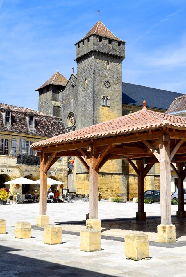 Village Square in Beaumont-du-Perigod | www.rachelphipps.com @rachelphipps