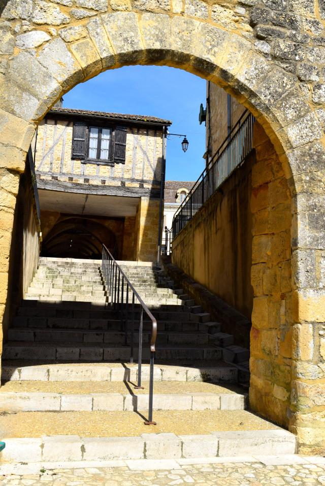 Back Streets of Beaumont-du-Perigod | www.rachelphipps.com @rachelphipps
