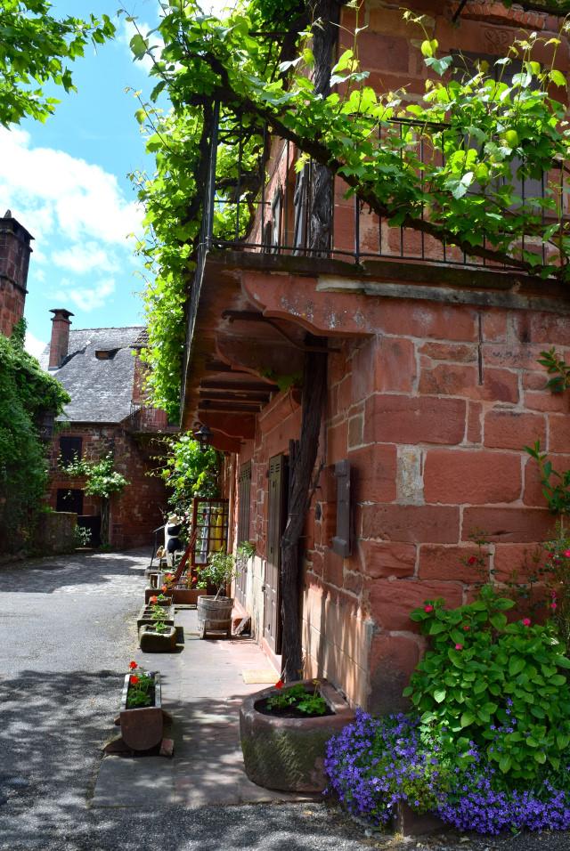 Streets of Collognes-la-Rouge | www.rachelphipps.com @rachelphipps