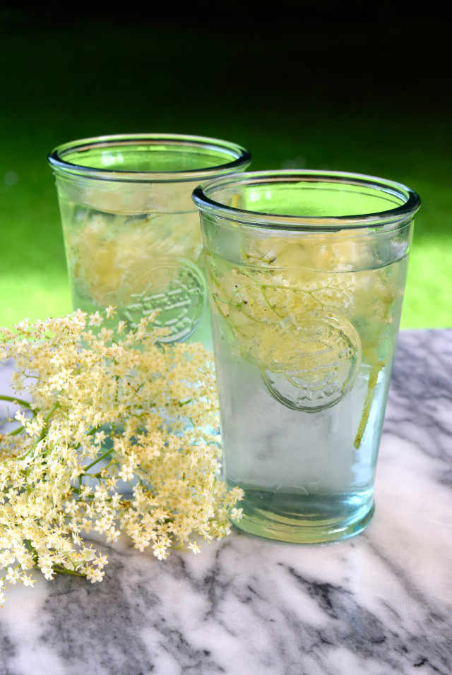How To Make Elderflower Mules | www.rachelphipps.com @rachelphipps