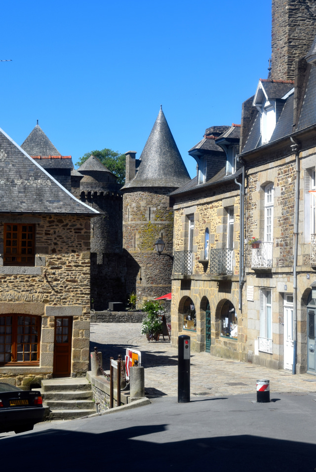 Fougeres, Brittany | www.rachelphipps.com @rachelphipps