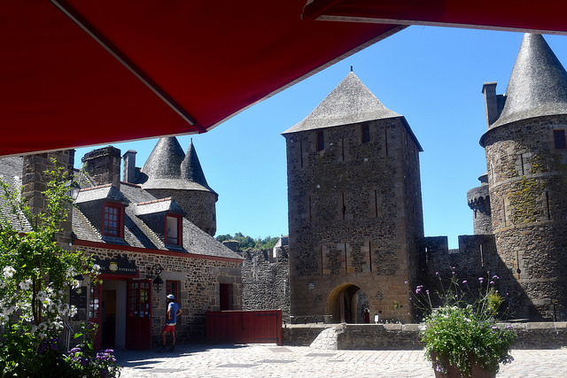 Fougeres Castle | www.rachelphipps.com @rachelphipps