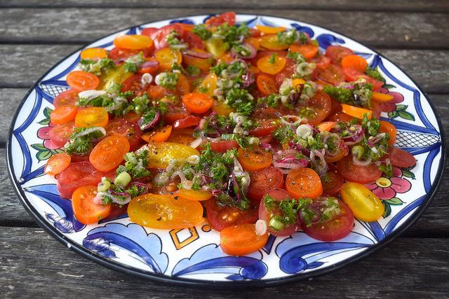 Rainbow Tomato Salad | www.rachelphipps.com @rachelphipps