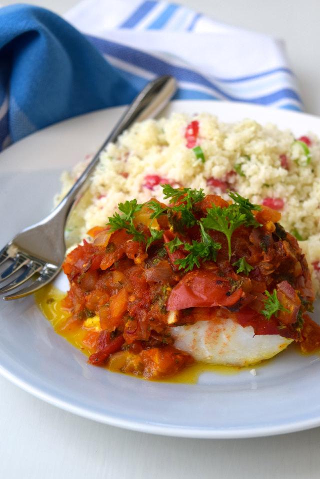 Skinny Tomato & Turmeric Cod with Cauliflower Pomegranate Rice | www.rachelphipps.com @rachelphipps