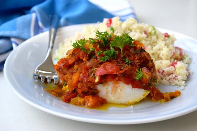 Skinny Tomato Turmeric Cod with Cauliflower Pomegranate Rice | www.rachelphipps.com @rachelphipps