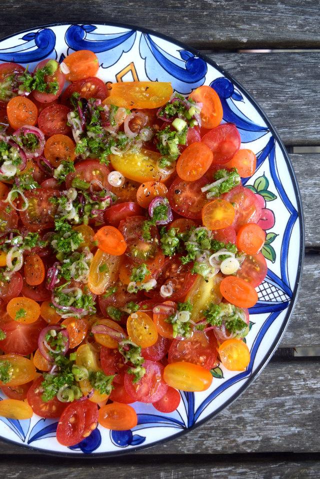Summer Tomato Salad | www.rachelphipps.com @rachelphipps