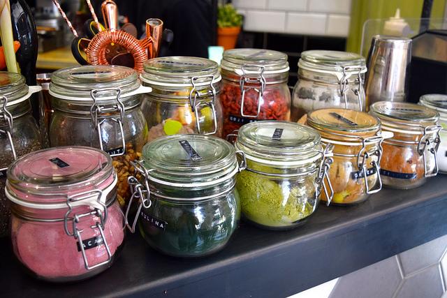 Smoothie Powders at The Skinny Kitchen, Canterbury | www.rachelphipps.com @rachelphipps