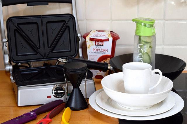 How To Equip Your First Student Kitchen | www.rachelphipps.com @rachelphipps