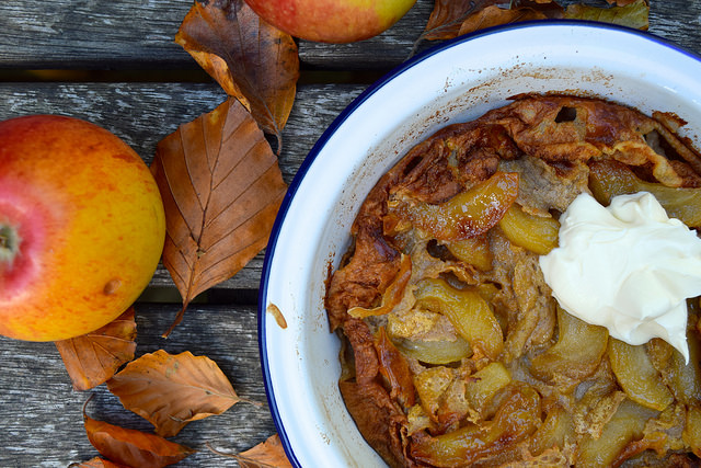 Caramelised Apple & Cinnamon Dutch Baby with Creme Fraiche | www.rachelphipps.com @rchelphipps
