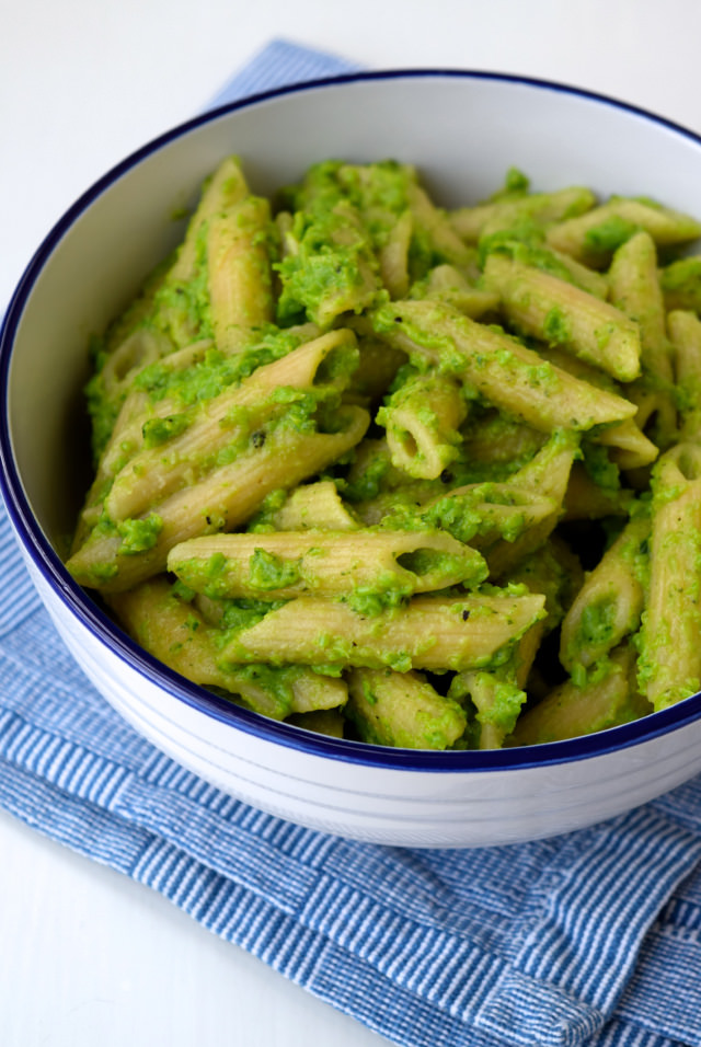 Pea Pesto Whole Wheat Penne | www.rachelphipps.com @rachelphipps