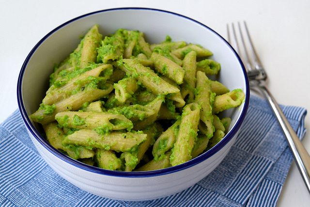 Slimy Pea Pesto Whole Wheat Penne Rigate for Halloween | www.rachelphipps.com @rachelphipps